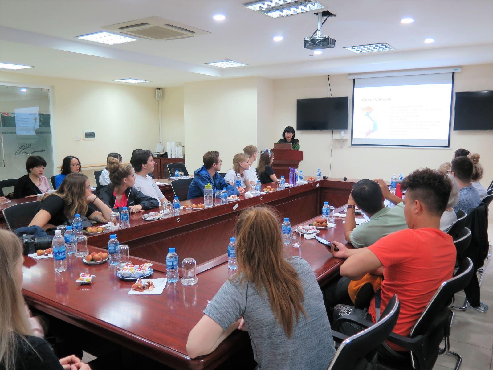 Học viện Phụ nữ Việt Nam giao lưu với đoàn đại biểu trường Cegep Limoilou, Canada