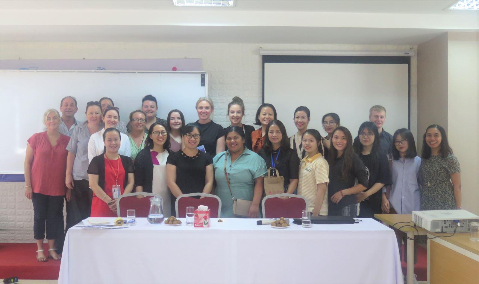 Các hoạt động của chuyên gia Julian Silverman tại Học viện Phụ nữ Việt Nam
