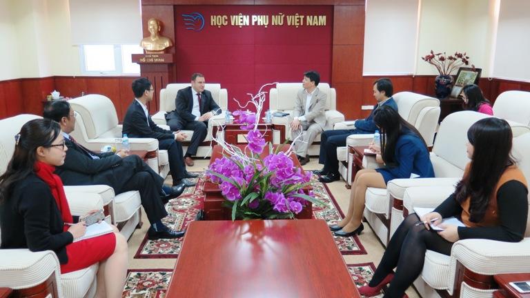 Học viện Phụ nữ Việt Nam đón tiếp Tham tán Thương mại và Kinh tế Cộng hòa Belarus