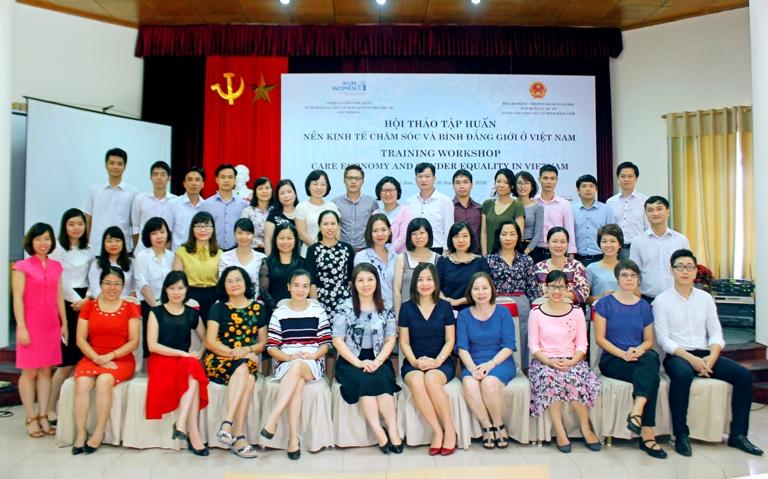 """Hội thảo tập huấn """"Nền kinh tế chăm sóc và bình đẳng giới tại Việt Nam"""""""