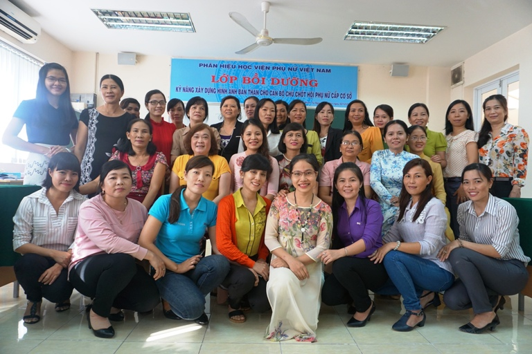 Khóa bồi dưỡng kỹ năng xây dựng hình ảnh bản thân cho cán bộ chủ chốt hội phụ nữ cấp cơ sở
