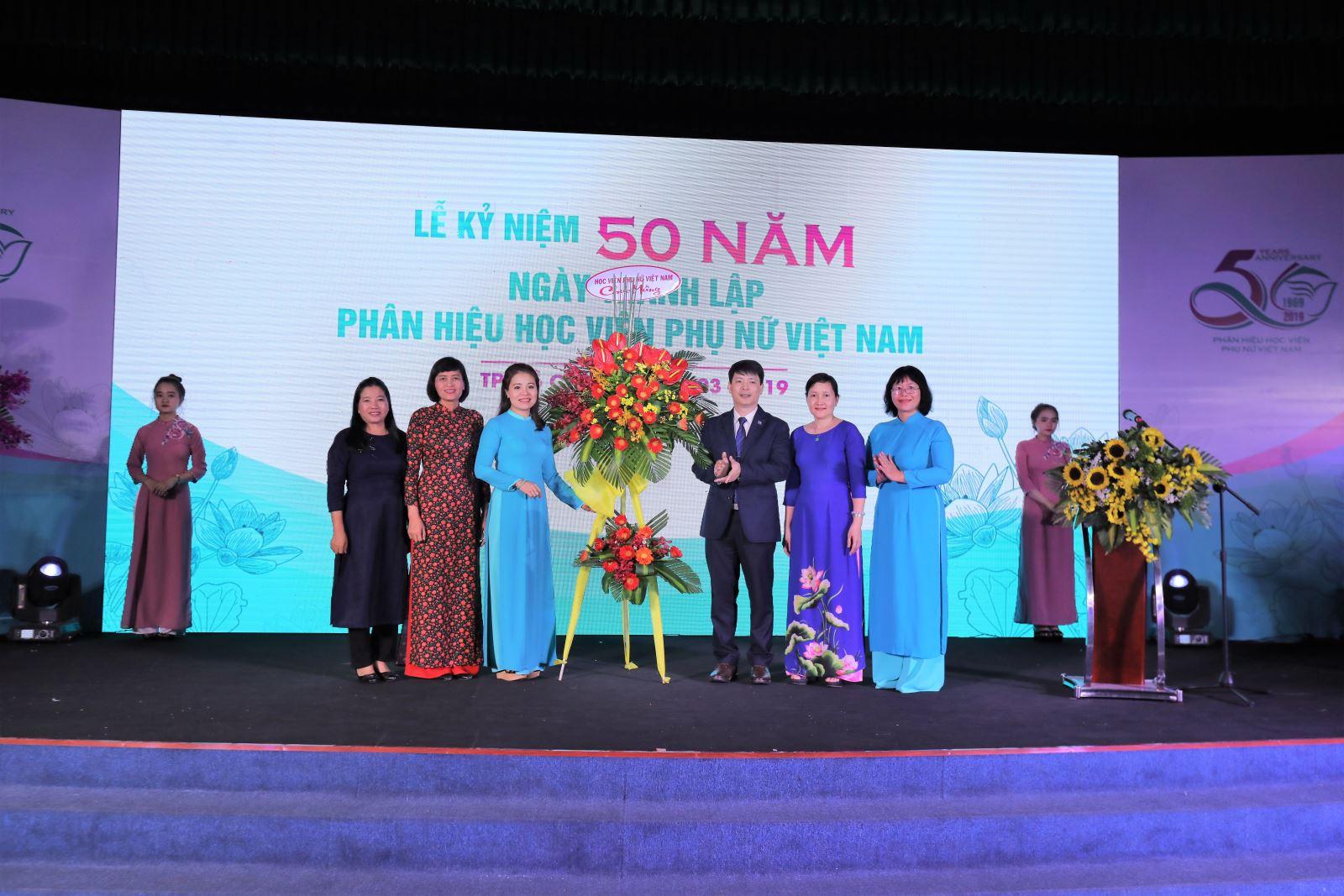Phân hiệu Học viện Phụ nữ Việt  Nam – 50 năm Tự hào tiếp bước