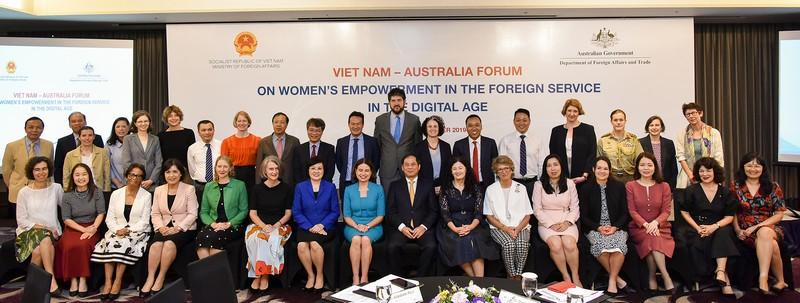 Nâng cao vai trò và đóng góp phụ nữ trong lĩnh vực đối ngoại trong kỷ nguyên số