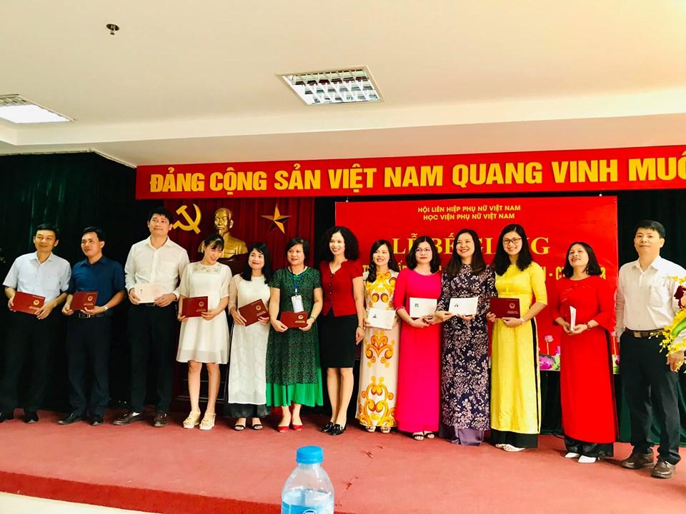 Học viện Phụ nữ Việt Nam tổ chức bế giảng Lớp trung cấp lý luận Chính trị - Hành chính