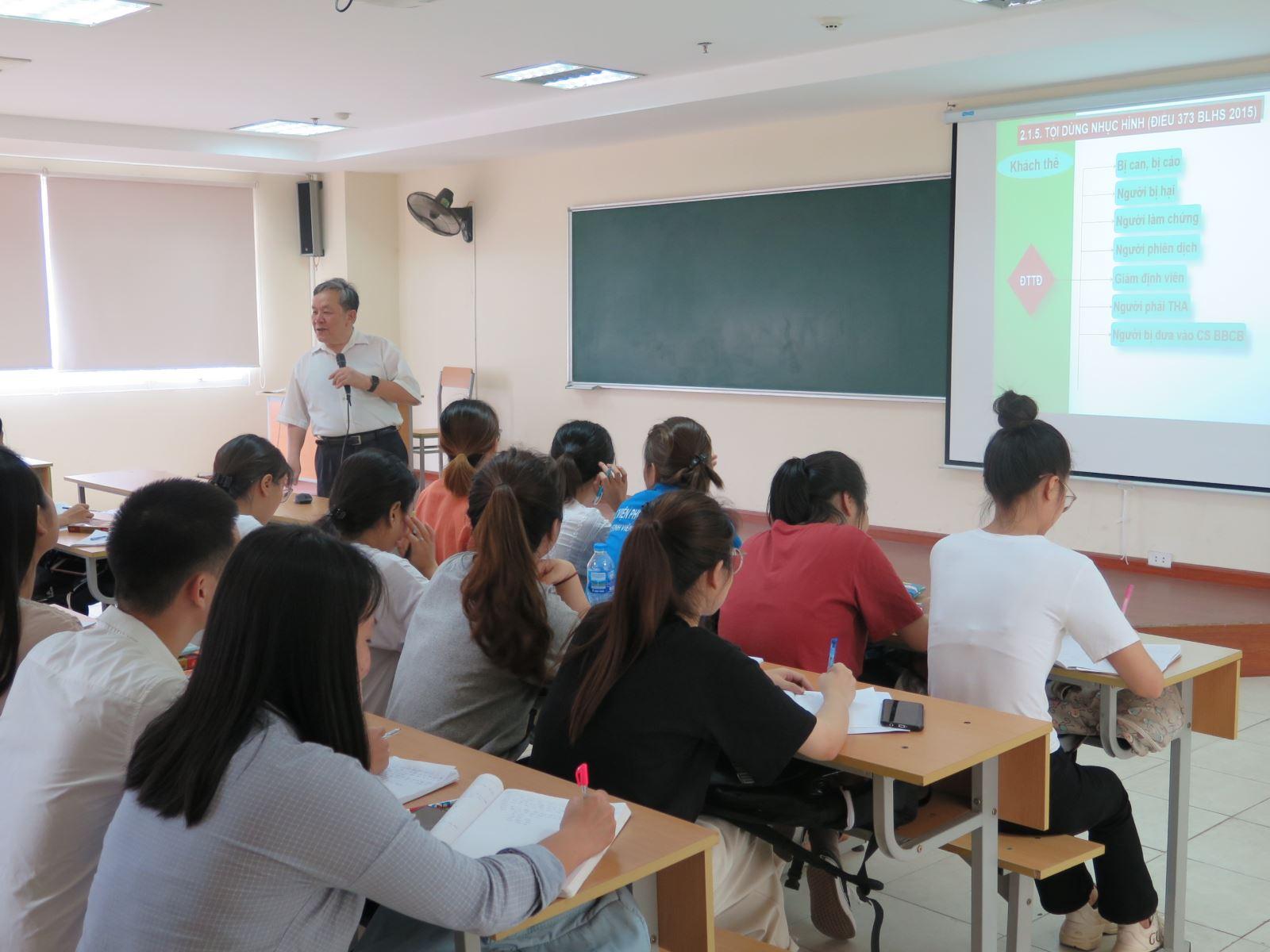 Sinh viên trở lại trường hoàn thành kỳ học kỳ 2 năm học 2019 - 2020