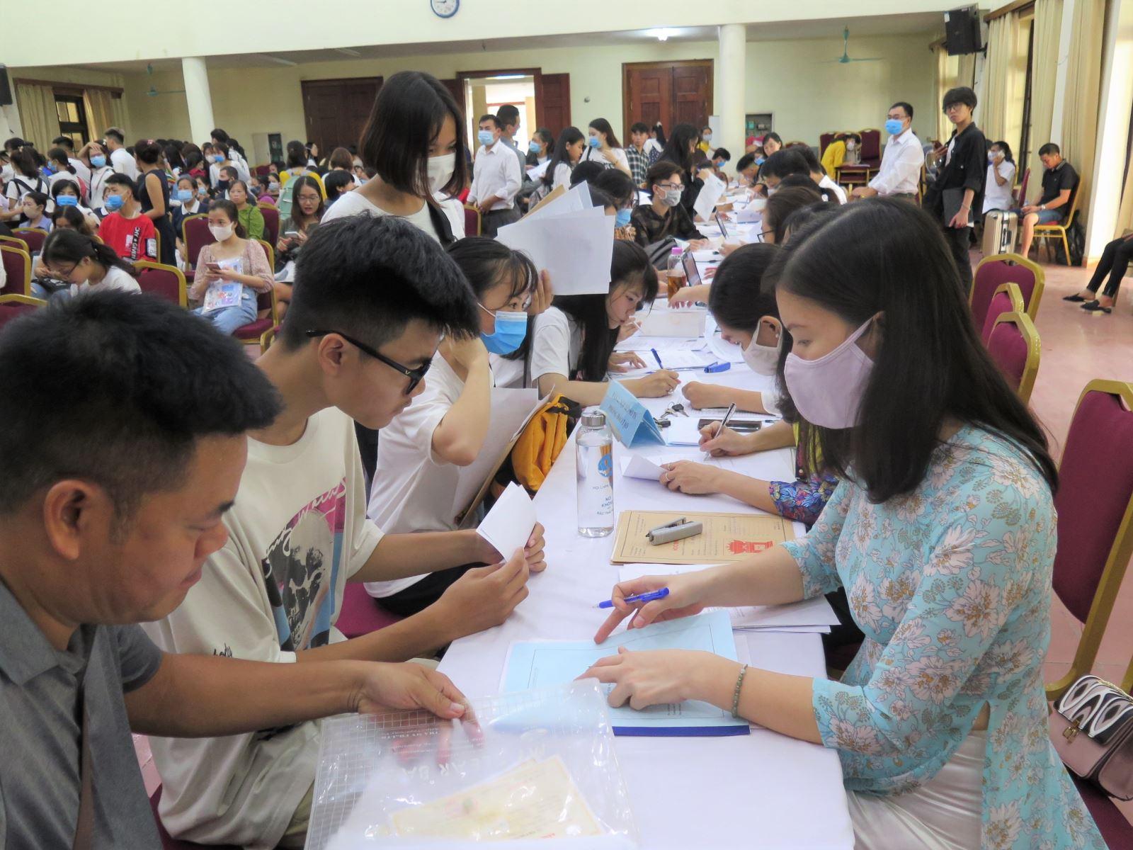 Học viện Phụ nữ Việt Nam đón sinh viên trúng tuyển đại học bằng phương thức xét học bạ năm 2020