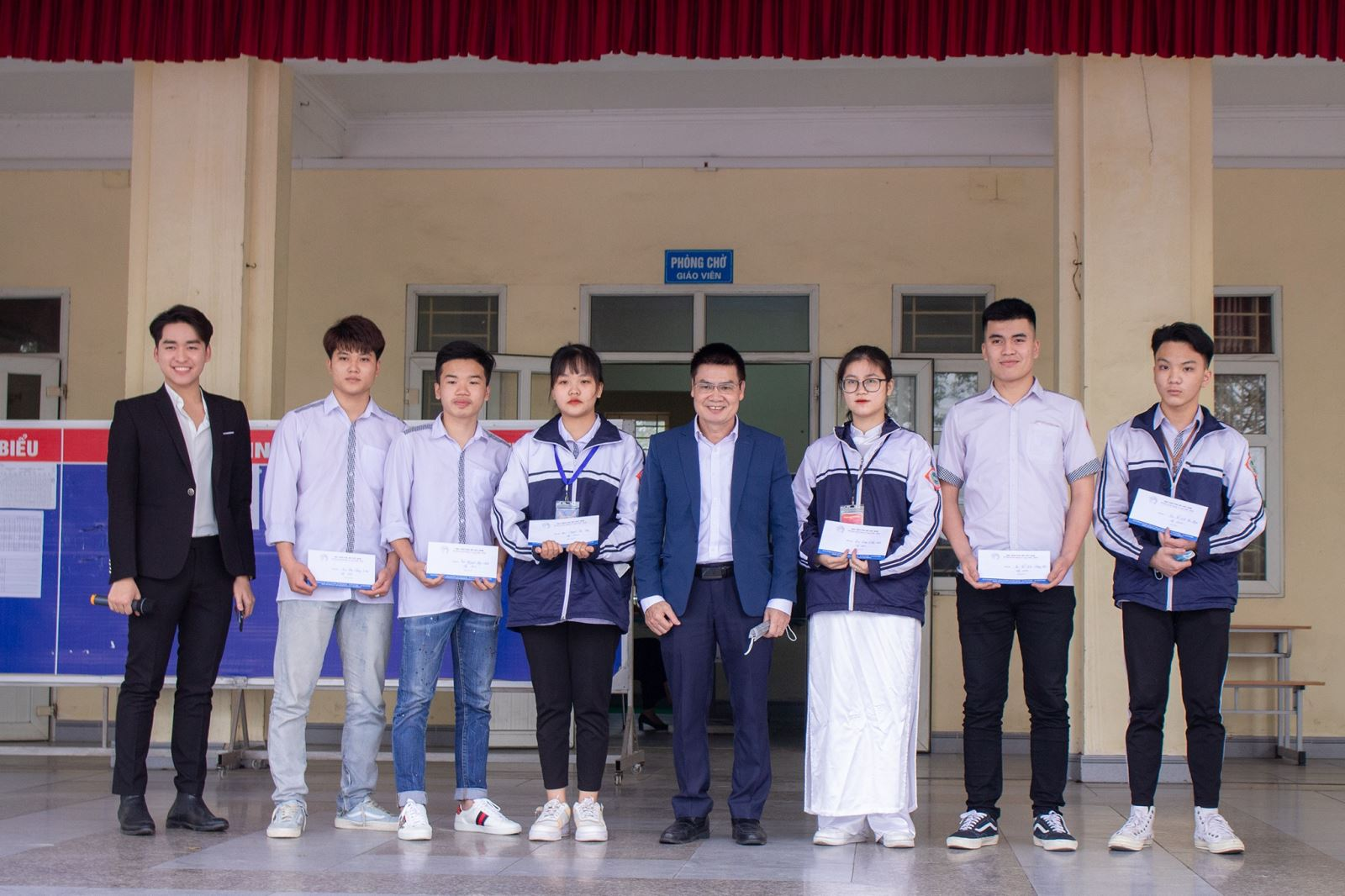 Tư vấn hướng nghiệp, trao học bổng tại trường THPT Đông Triều, tỉnh Quảng Ninh
