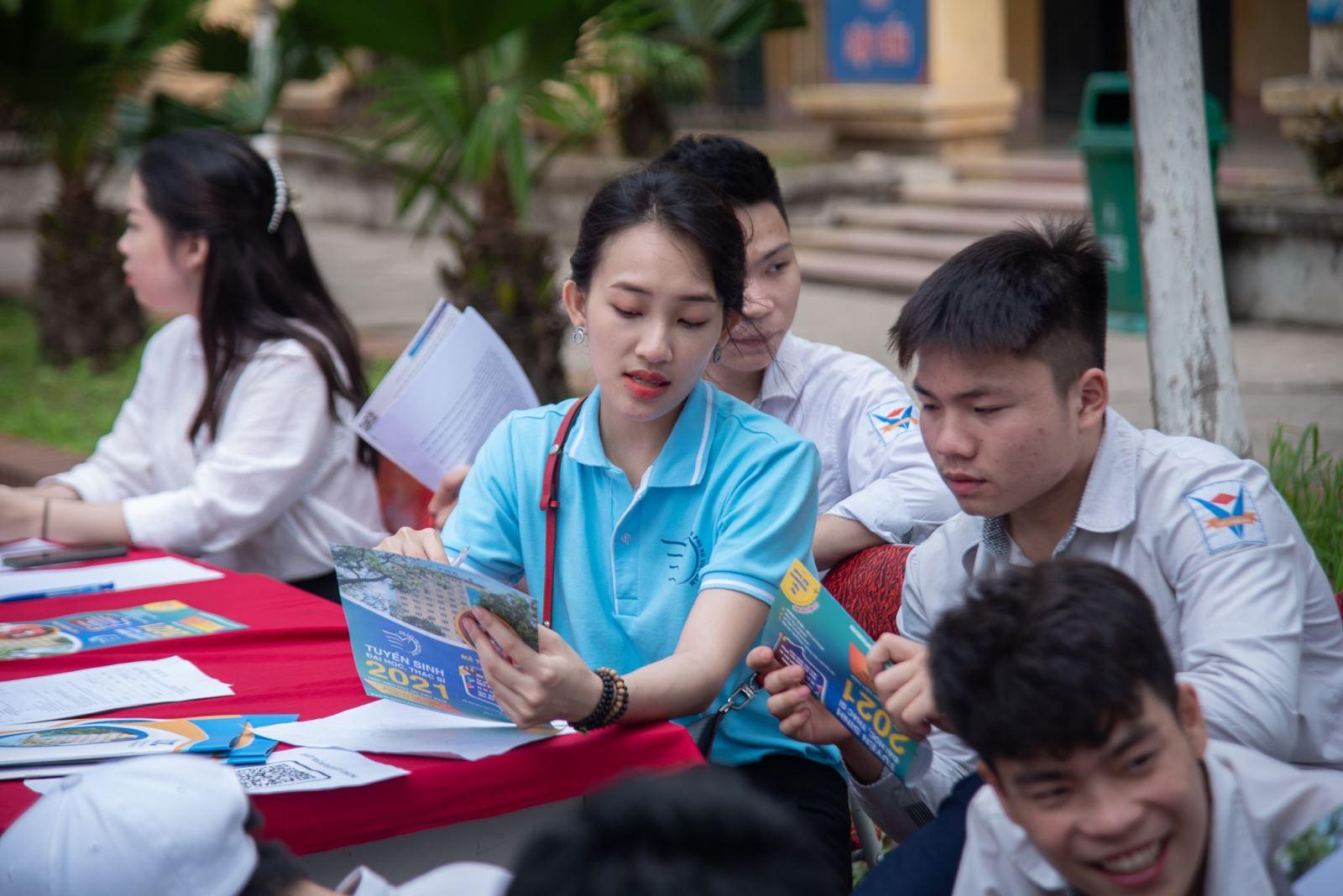 Hành trình tư vấn hướng nghiệp tại trường THPT Trung Văn