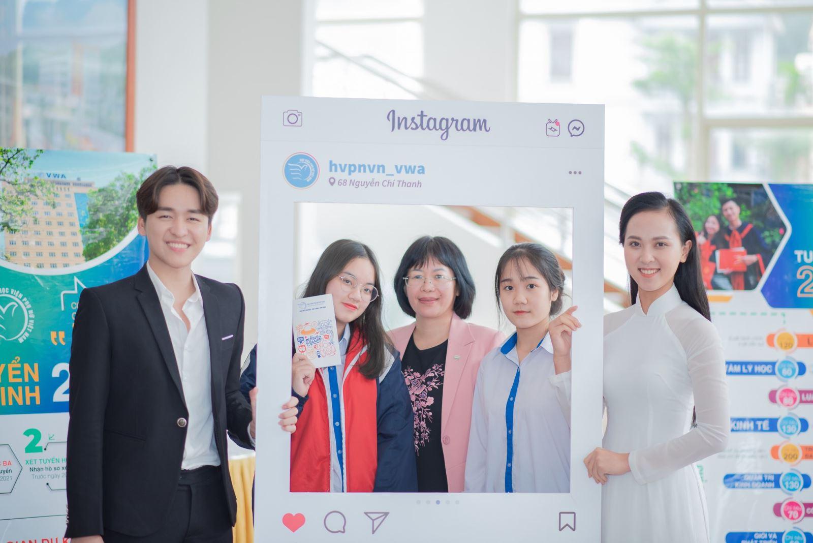 Học viện Phu nữ Việt Nam tham gia ngày hội Tư vấn hướng nghiệp tai tỉnh Quảng Ninh