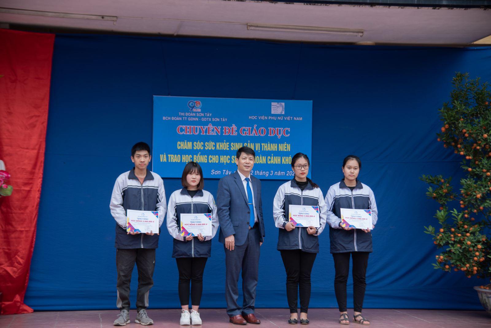 Hành trình hỗ trợ cộng đồng và tư vấn tuyển sinh năm 2021 của  Học viện Phụ nữ Việt Nam