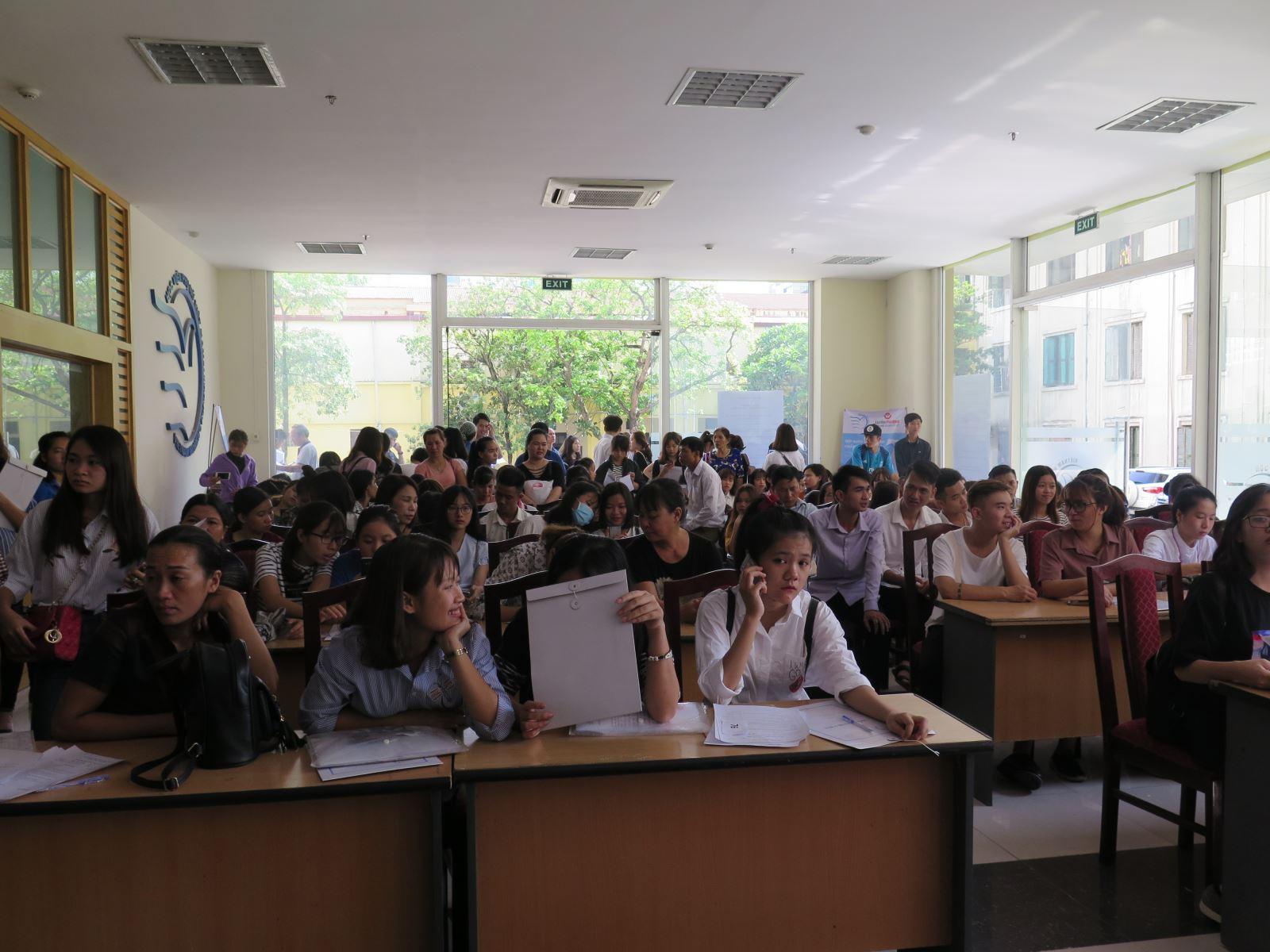 Niềm vui của sinh viên K5 ngày nhập học