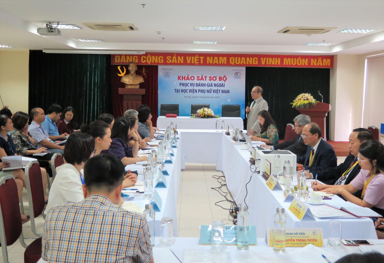 Đoàn chuyên gia đánh giá ngoài khảo sát sơ bộ Học viện Phụ nữ Việt Nam