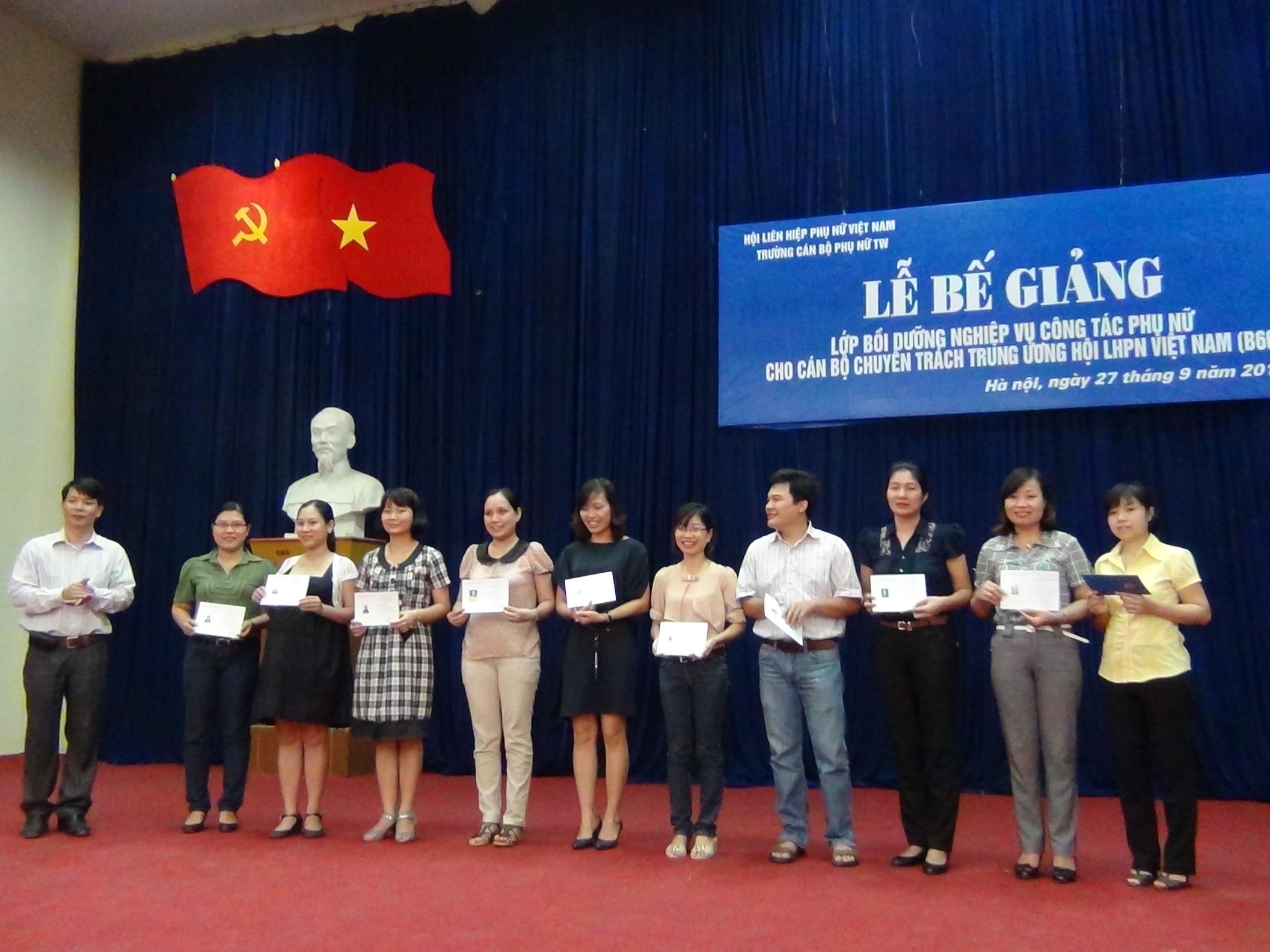 Lễ Bế giảng lớp Bồi dưỡng nghiệp vụ Công tác Phụ nữ dành cho cán bộ chuyên trách Trung ương Hội LHPN Việt Nam