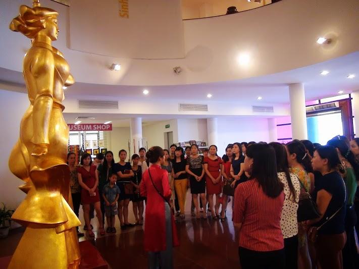Lớp bồi dưỡng nghiệp vụ Công tác phụ nữ B1 tham quan Bảo tàng Phụ nữ Việt Nam
