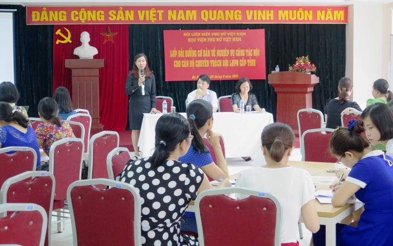 Khai giảng lớp Bồi dưỡng cơ bản nghiệp vụ công tác Hội cho cán bộ chuyên trách Hội LHPN cấp tỉnh
