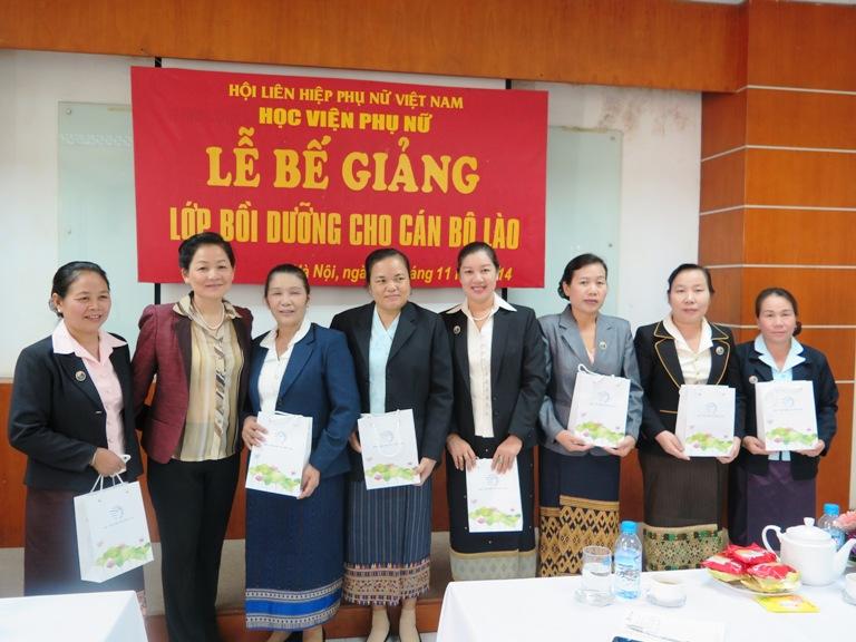 Lễ bế giảng Lớp bồi dưỡng cán bộ Lào 2014