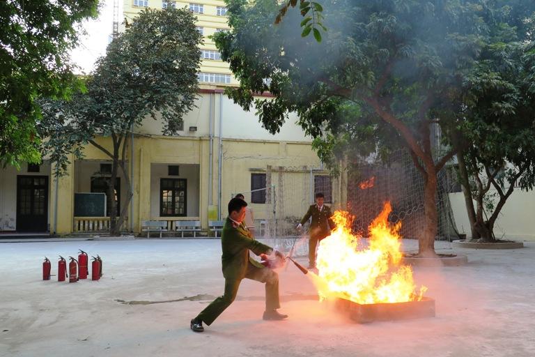 Học viện Phụ nữ Việt Nam tổ chức tập huấn phòng cháy chữa cháy 2014