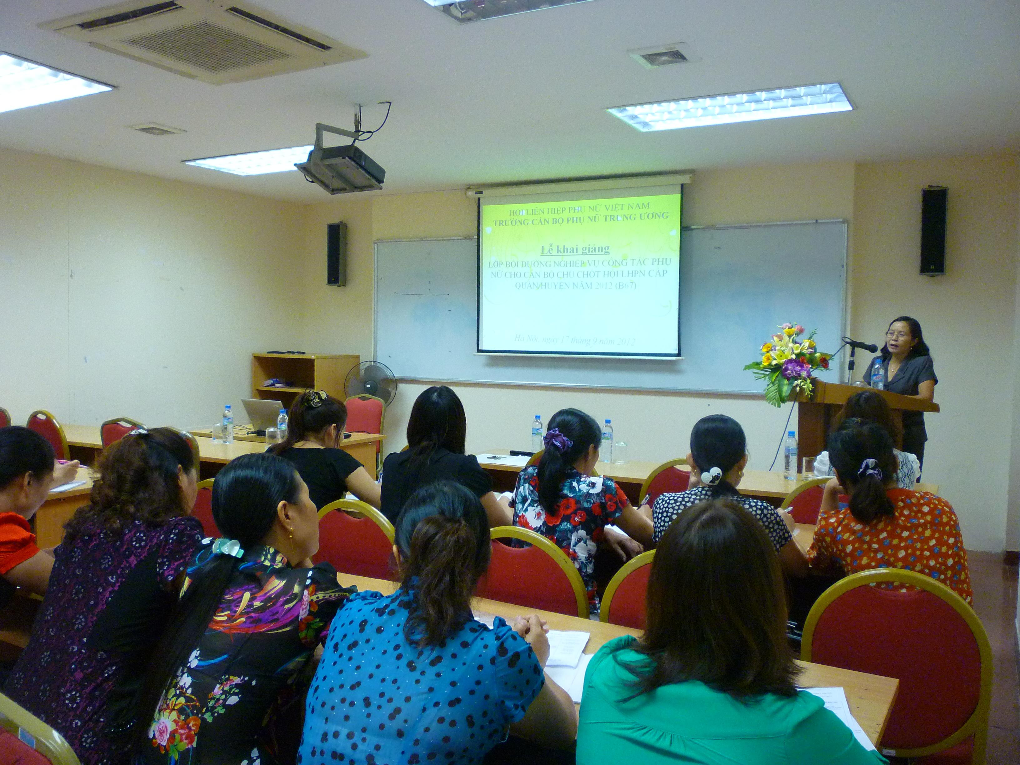 Khai giảng lớp bồi dưỡng nghiệp vụ Công tác phụ nữ cho cán bộ chủ chốt  Hội LHPN cấp quận, huyện (B67)