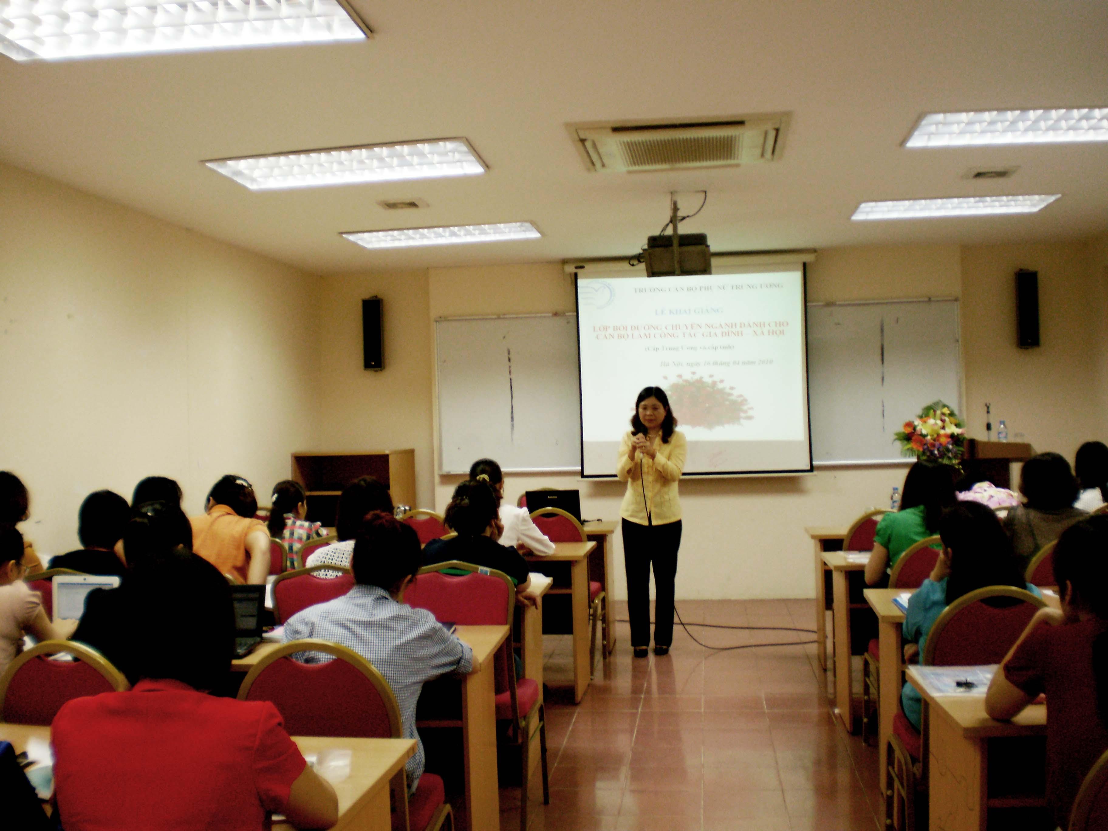 Trường Cán bộ Phụ nữ Trung ương tổ chức lớp bồi dưỡng cho cán bộ làm Công tác Gia đình xã hội