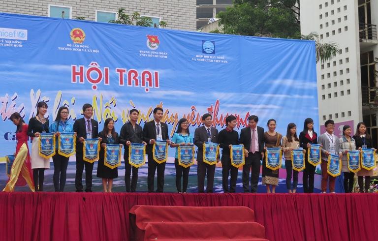 Học viện Phụ nữ Việt Nam tham gia Hội trại kỷ niệm 17 năm ngày CTXH thế giới
