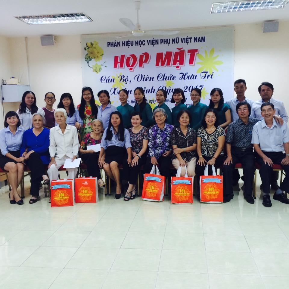 Phân hiệu học viện phụ nữ Việt Nam chúc tết các cán bộ, viên chức nghỉ hưu nhân dịp xuân Đinh Dậu  2017