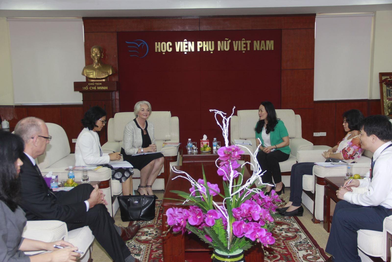 Chủ tịch Đại học RMIT Việt Nam làm việc với Hội Liên hiệp Phụ nữ Việt Nam tại  Học viện Phụ nữ