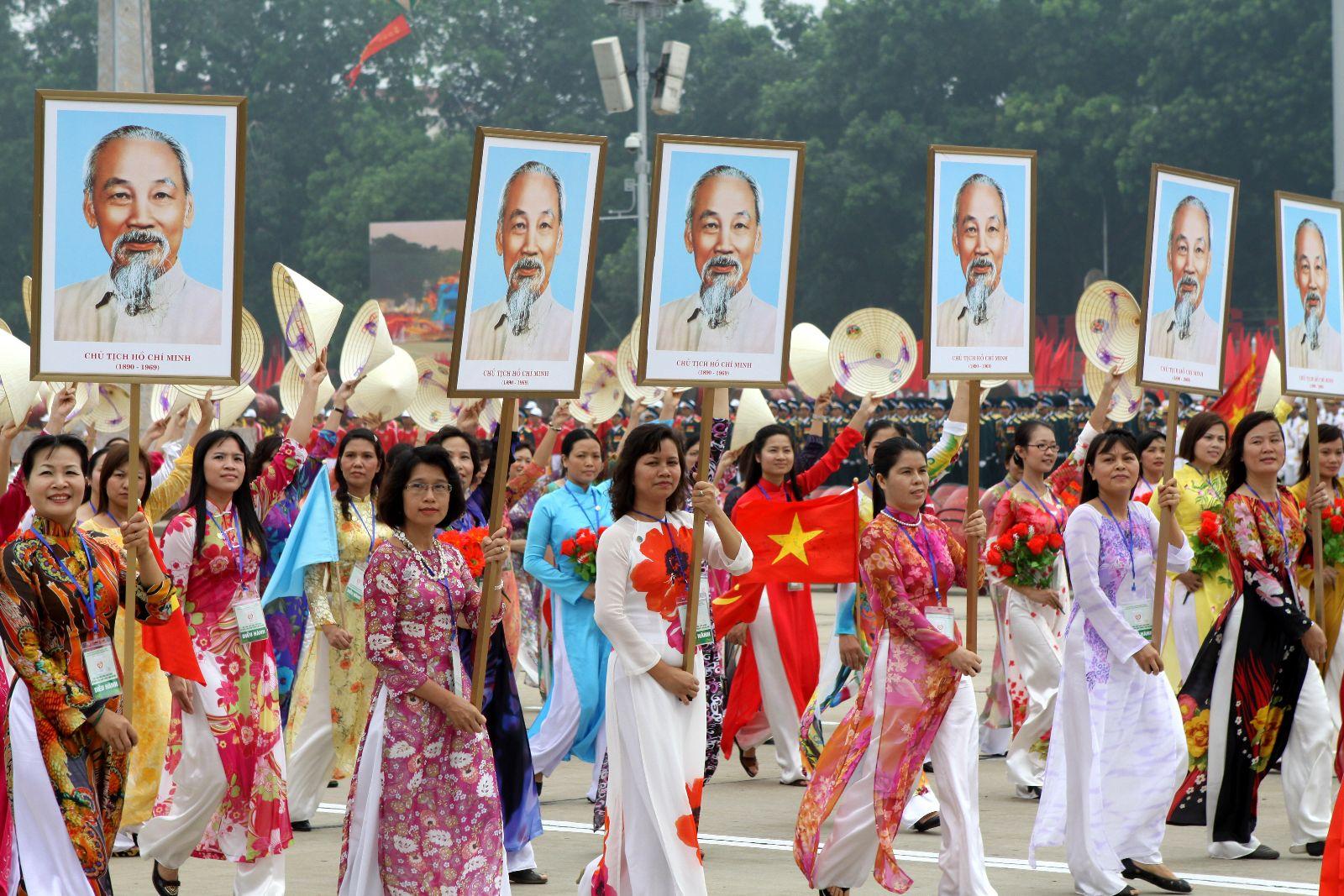 Học viện Phụ nữ Việt Nam tham gia diễu hành nhân kỉ niệm 70 năm ngày Quốc khánh