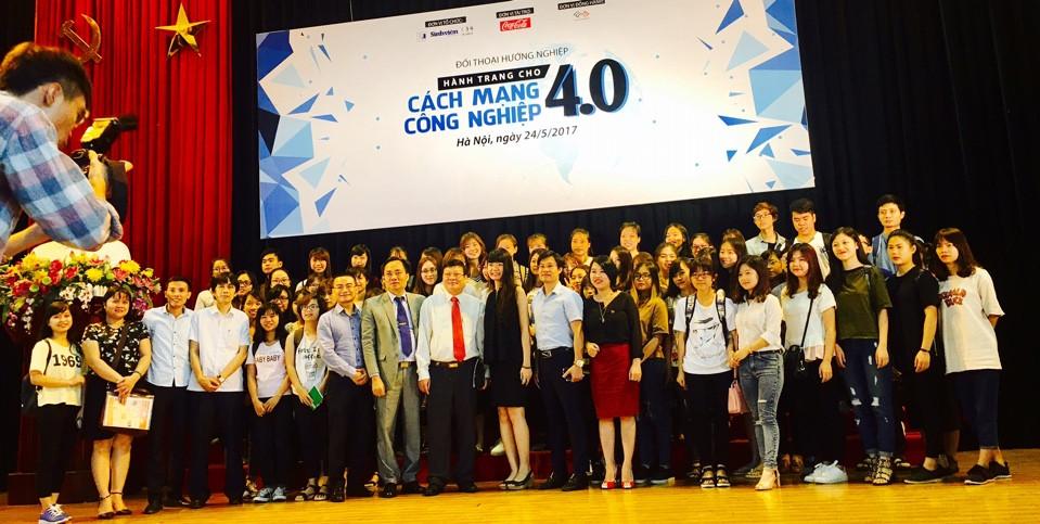 Sinh viên Học viện Phụ nữ Việt Nam tham dự  Đối thoại hướng nghiệp - Hành trang cho cách mạng công nghiệp 4.0